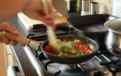 cooking leafy greens in cast iron along with tomatoes can combat anemia