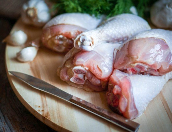 raw chicken should be kept separate from vegetables to prevent cross contamination