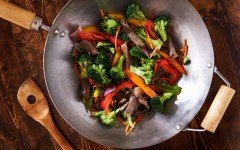 healthy stir fry with chicken and peppers