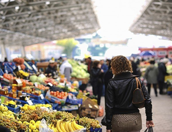 a woman shops for sustainable local foods