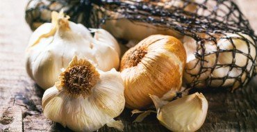 garlic is an anti-cancer food with lots of health benefits